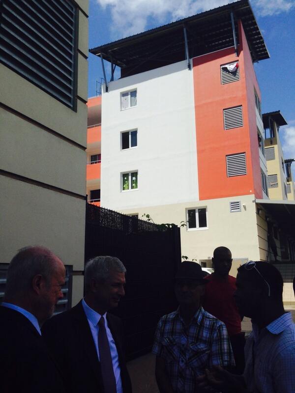 Avec JC Fruteau, député-maire de Saint-Benoit, je visite une nouvelle opération de logement social..