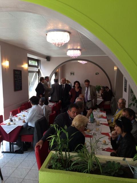 Déjeuner avec les militants #UDI a #MaisonsAlfort Le débat pour l'avenir de poursuit avant #..