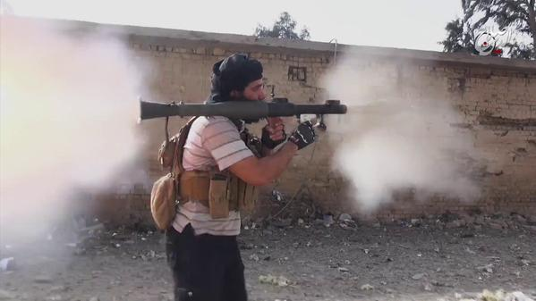Tweets de @RomainCaillet sur le neveu de Saddam devenu Cdt #EI annoncé tué à #Beiji en #Irak https..