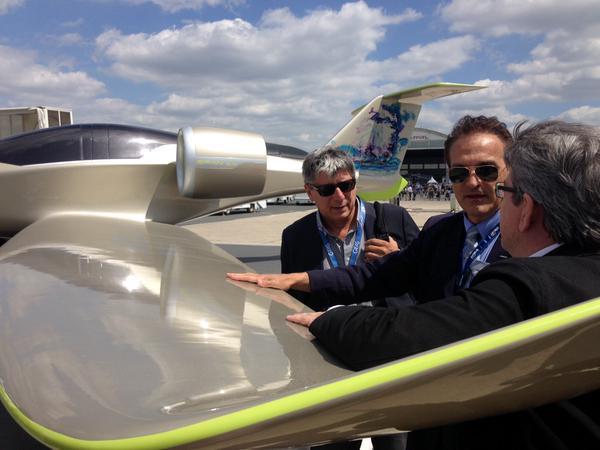 Présentation de l'E-fan, avion 100% électrique de fabrication française #Airbus. #Bourget #b..