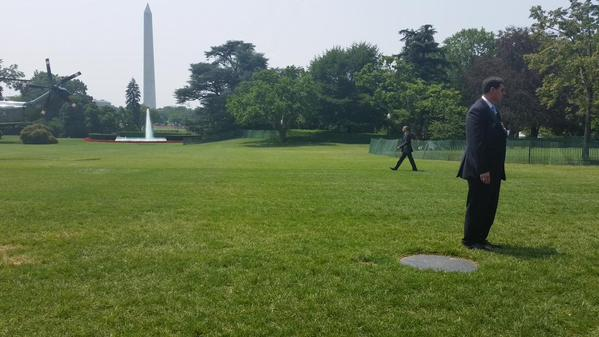 Obama dans son jardin http://t.co/yzqjcHVQsB