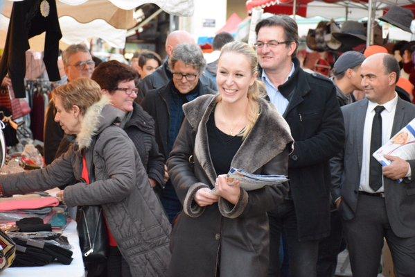 À la rencontre des commerçants sur la Foire Saint-André d'#Avignon. https://t.co/w1pVEwSFut