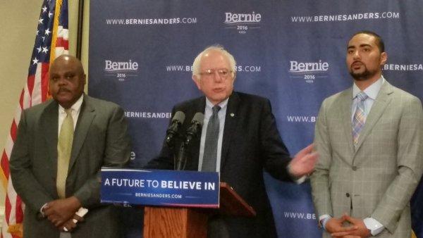 CLIC CLAC 150 Bernie  Sanders conférence de presse en Caroline du sud sur la pauvrete https://t.co..
