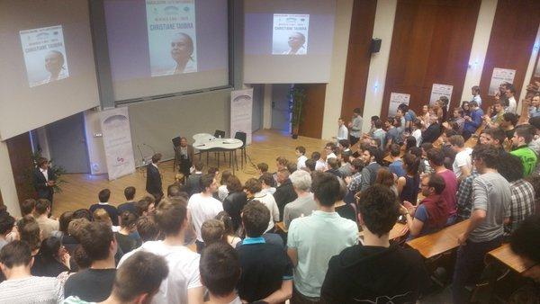Salle comble à @centralesupelec. Merci aux étudiants d'être si nombreux et si chaleureux une..