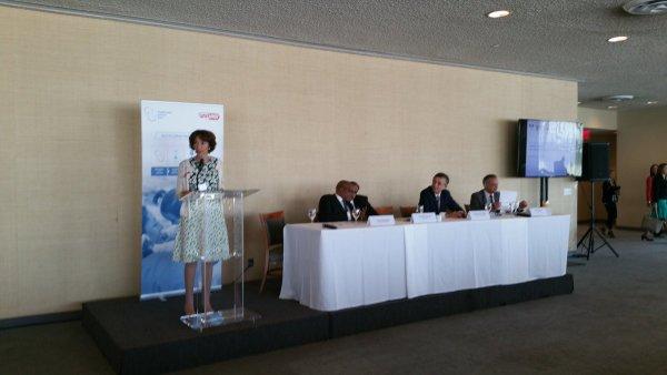 Avec mon homologue sud-africain, je soutiens l'accès aux traitements c/ le #VIH dans les pay..