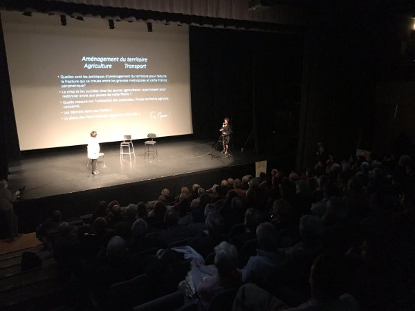 Réunion Publique près de Troyes pour @enmarchefr , Salle comble ! @EnMarcheTroyes https://t.co/4GJ..