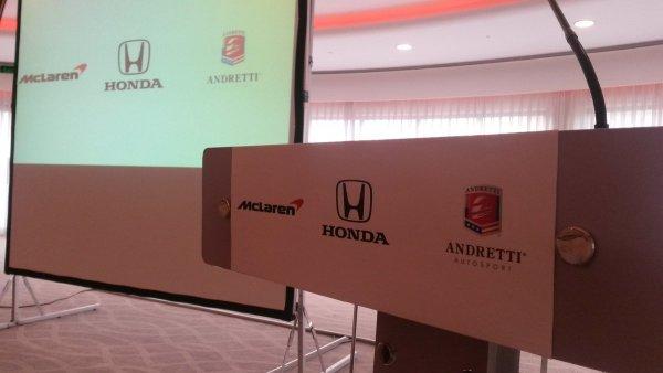 En place pour la conférence de presse de Fernando #Alonso. #Indy500 @IndyCar @McLarenF1 @LaF1SurCa..