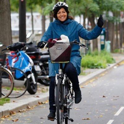 Réduire la place de la voiture à #Paris libère de l'espace pour les piétons et les cyclistes..
